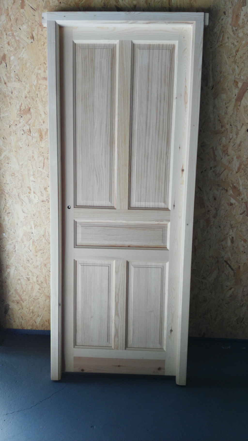 Puertas rusticas de madera pictures to pin on pinterest for Estanterias rusticas de madera