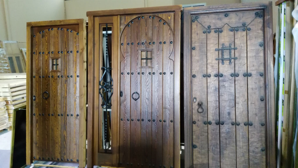 Rusticos y madera puertas de madera for Puertas madera rusticas interior