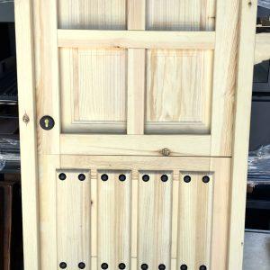 puerta de madera rústica partida